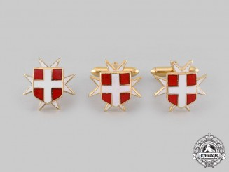 International. A Sovereign Military Hospitaller Order of Saint John of Jerusalem, Cufflinks Pair & Lapel Badge