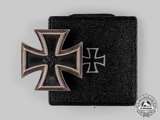 Germany, Wehrmacht. A 1939 Iron Cross I Class with Case, by Deschler & Sohn, Dietrich Maerz Collection