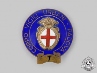 Italy, Republic. A Padovano 7 Division Police Badge