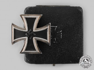 Germany, Wehrmacht. A 1939 Iron Cross I Class by Klein & Quenzer A.G., Idar/Oberstein with Case