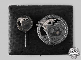 Germany, Kriegsmarine. A Blockade Runner Badge, Cased Set with Pin, by Schwerin