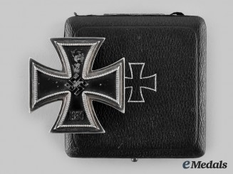 Germany, Wehrmacht. A 1939 Iron Cross I Class, with Case, by Rudolf Souval