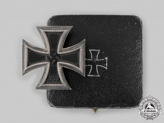 Germany, Wehrmacht. A 1939 Iron Cross I Class, with Case, by Alois Rettenmaier
