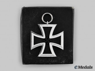 Germany, Wehrmacht. A 1939 Iron Cross II Class, with Case, by Wilhelm Deumer