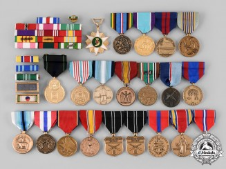 United States. A Lot of Armed Forces Items