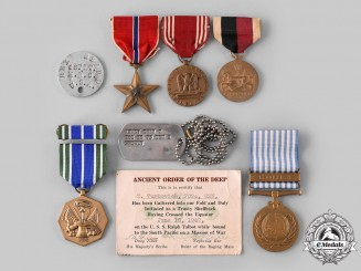United States. A Lot of Eight Second War Armed Forces Items