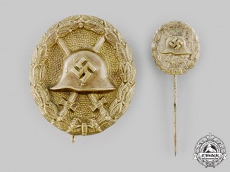 Germany, Wehrmacht. A Wound Badge, Gold Grade, with Stick Pin Miniature