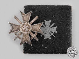 Germany, Wehrmacht. A War Merit Cross I Class with Swords, with Case, by Deschler & Sohn