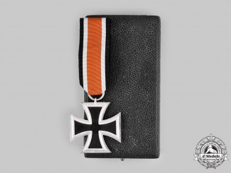 Germany, Wehrmacht. A 1939 Iron Cross, II Class with Case, by Steinhauer & Luck