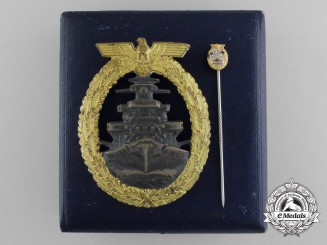 A Kriegsmarine High Seas Fleet Badge by Schwerin, Berlin with Case