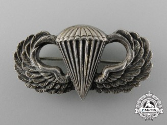 A Second War American Basic Paratroppers Badge