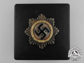 A Fine Quality German Cross in Gold with Case by C.E Juncker