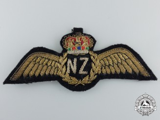 A QEII Royal New Zealand Air Force (RNZAF) Pilot Wings
