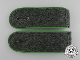 A Pair of Wehrmacht Gebirgsjäger Enlisted Man's Shoulder Boards