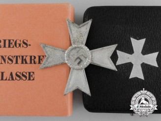A War Merit Cross 1st Class by Deschler in Case & Cartonage