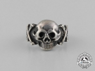 A German Third Reich Period Skull Ring; 800 Marked