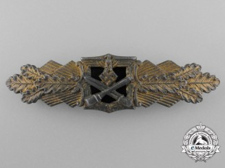 A Gold Grade Close Combat Clasp