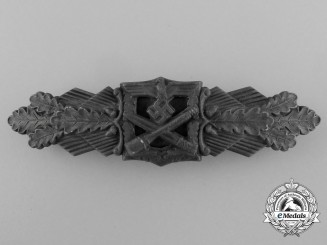 A Bronze Grade Close Combat Clasp by Friedrich Linden