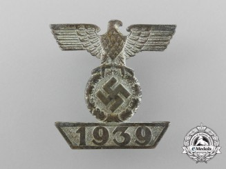 A Fine Clasp to the Iron Cross 1939 Second Class; Type II by Wilhelm Deumer