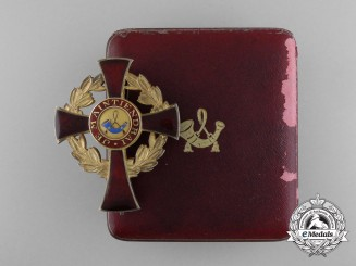A Family Order of Orange Officer's Cross, Type II (1908-1969) with Cased