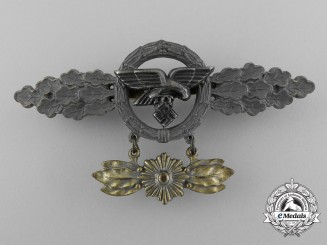A Gold Grade Front Flying Clasp for Transport and Paratrooper Pilots with Star Hanger