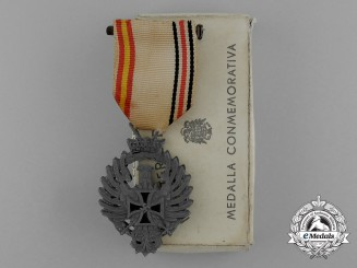 A Medal of the Spanish Blue Division for Russian Service 1941 with Case
