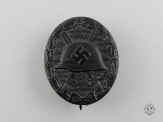 A Second War Black Grade Wound Badge by Klein & Quenzer
