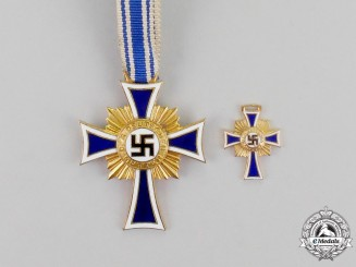 Germany. A Gold Grade Cross of Honour of the German Mother with Miniature