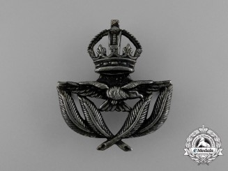A Royal Canadian Air Force (RCAF) Warrant Officer 1st Class Tudor Crown Cap Badge