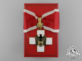A First Class German Social Welfare Decoration . in its Original Case of Issue by Godet & Co