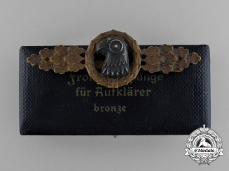 An Early Quality Bronze Grade Luftwaffe Reconnaissance Clasp in its Original Case of Issue