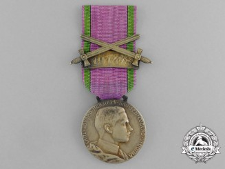 A Saxe-Ernestine House Order Merit Medal; Gold Grade with 1914/8 and Swords Clasp