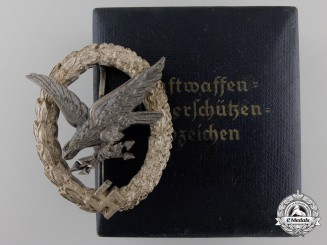 A Mint Luftwaffe Air Gunner's & F/E Badge by Juncker with Case