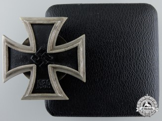 An Iron Cross First Class 1939 by Meybauer; Screwback Type with Case of Issue