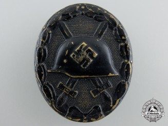 A Black Grade Wound Badge