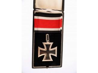 Cased Knight's Cross – Juncker