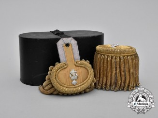 An Exquisite Cased Set of Kriegsmarine Frigate Captain Epaulettes; Published Example