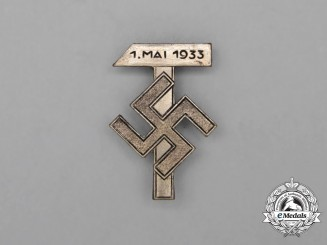 "A 1933 ""Day of Labour"" (May 1st) Celebration Badge"