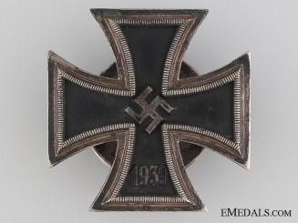 Iron Cross First Class 1939 by L/13