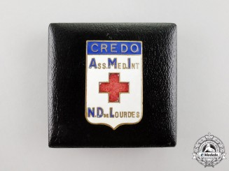 A French International Medical Association of Notre-Dame of Lourdes Badge, Cased
