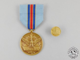 A United States Air Force Civilian Award for Valor Medal with Boutonniere