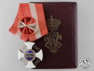 An Italian Order of the Crown; Officer's Cross in Gold with Case