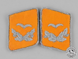 Germany, Luftwaffe. A Set of Lieutenant Rank Flyer's Collar Tabs