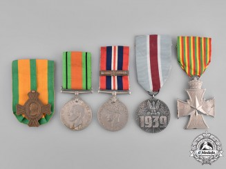 International. A Lot of Five Second War Medals