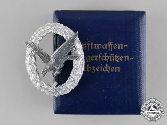 Germany, Luftwaffe. A Cased Air Gunner Badge with Lightning Bolts, by Assmann