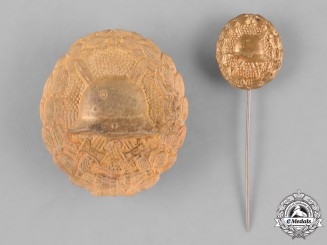 Germany, Imperial. A Gold Grade Wound Badge with Miniature