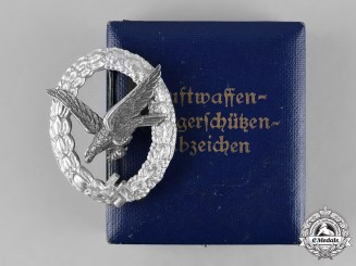 Germany, Luftwaffe. An Air Gunner Badge with Lightning Bolts, with Case, by Assmann