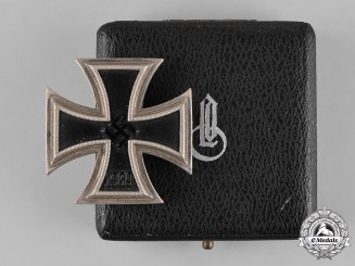 Germany, Wehrmacht. A 1939 Iron Cross, I Class, with Case, by Wilhelm Deumer