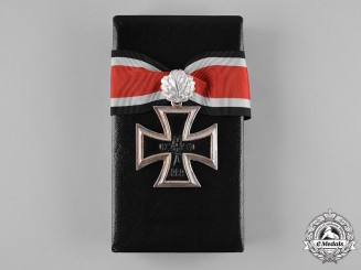 Germany, Wehrmacht. A Cased Knight's Cross of the Iron Cross with Oak Leaves, Post-1957 Reissue by Steinhauer & Lück
