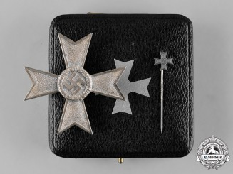 Germany, Wehrmacht. A Cased War Merit Cross, I Class with Miniature, by Deschler & Sohn